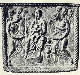 Afb. 5. Madonna, reliëf op het zilveren reliquiarium van S. Nazario, Milaan. Eerste helf IVe eeuw.