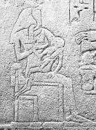 Renenwetet Lactans, naar analogie van de Madonna Lactans, die de jonge farao zoogt. Haar hoofd is de uraeusslang, die de farao beschermt.