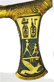Bijl uit het graf van Ahhotep I. Ahmose onderwerpt Hyksos-strijder