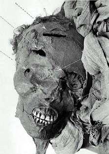 Mummie van Seqenenra Tao II, met typische wonden die worden toegeschreven aan Hyksos-wapens.